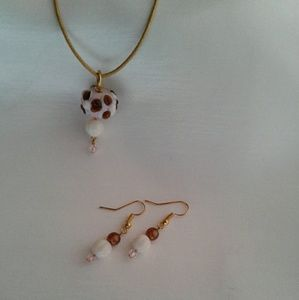 Other - Girls Cupcake Pendant & Earring Set Vanilla Bean